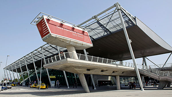 Aerodromski shuttle taksi prevoz putnika na aerodromu Tirana